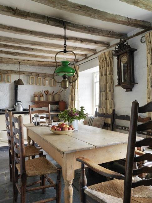 столовая частного дома в кантри стиле