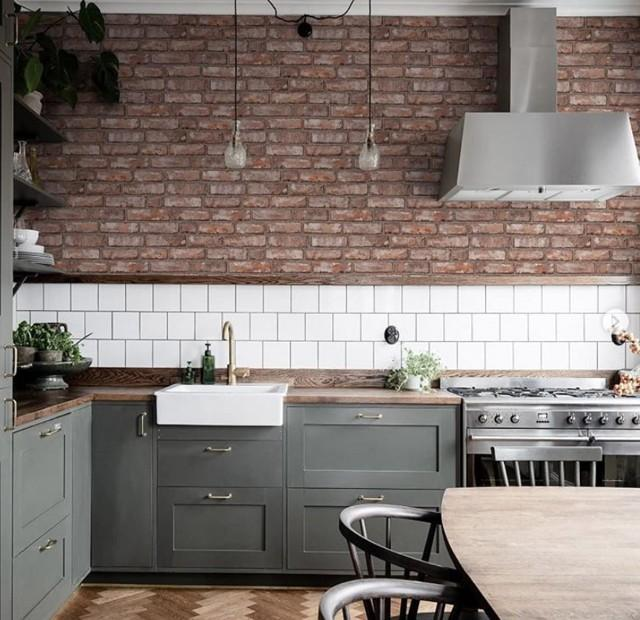 Обои под кирпич в интерьере кухни: особенности и стильные идеи