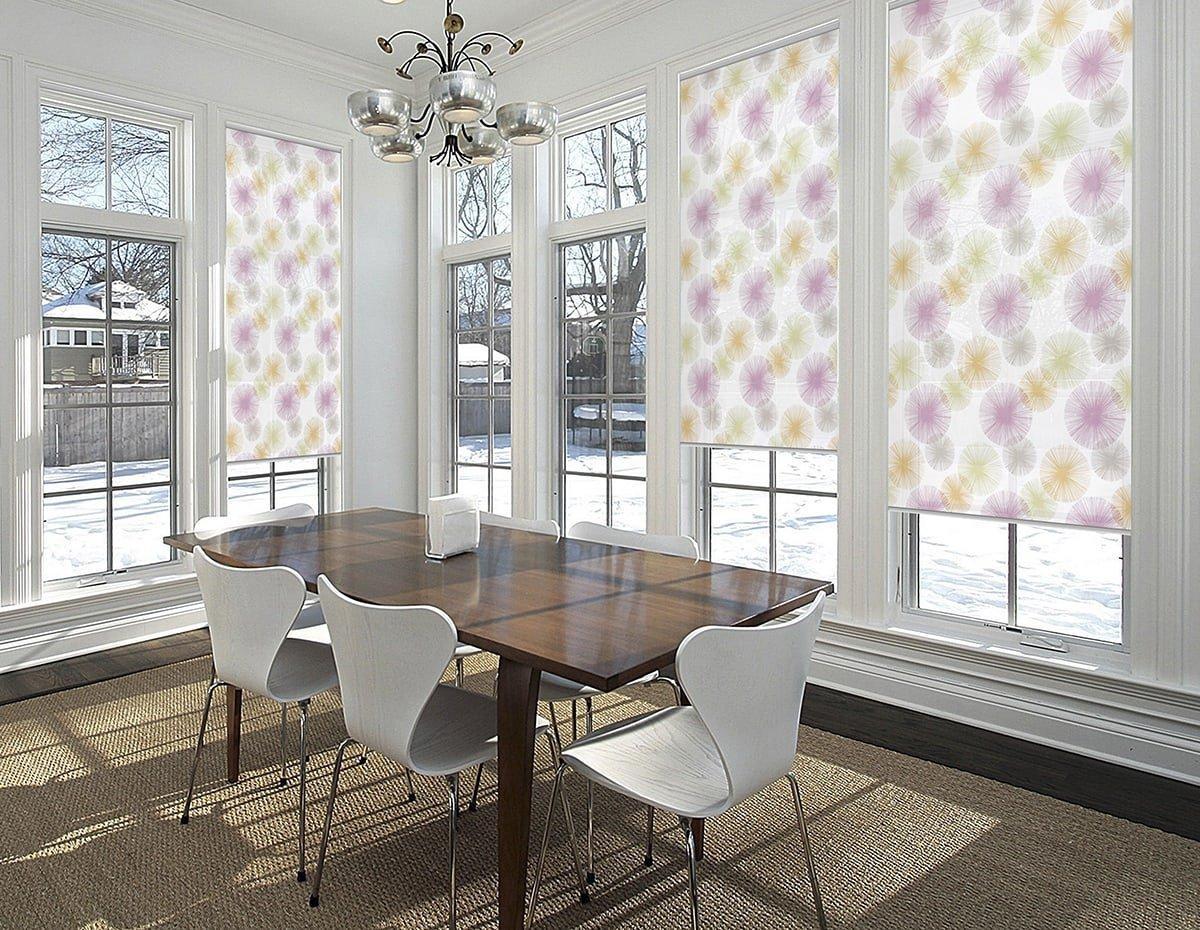 Почему стоит воспользоваться установкой рулонных штор на окна?