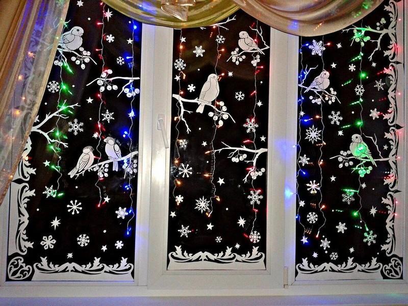 Как красиво и оригинально украсить окна к Новому году: идеи для вдохновения